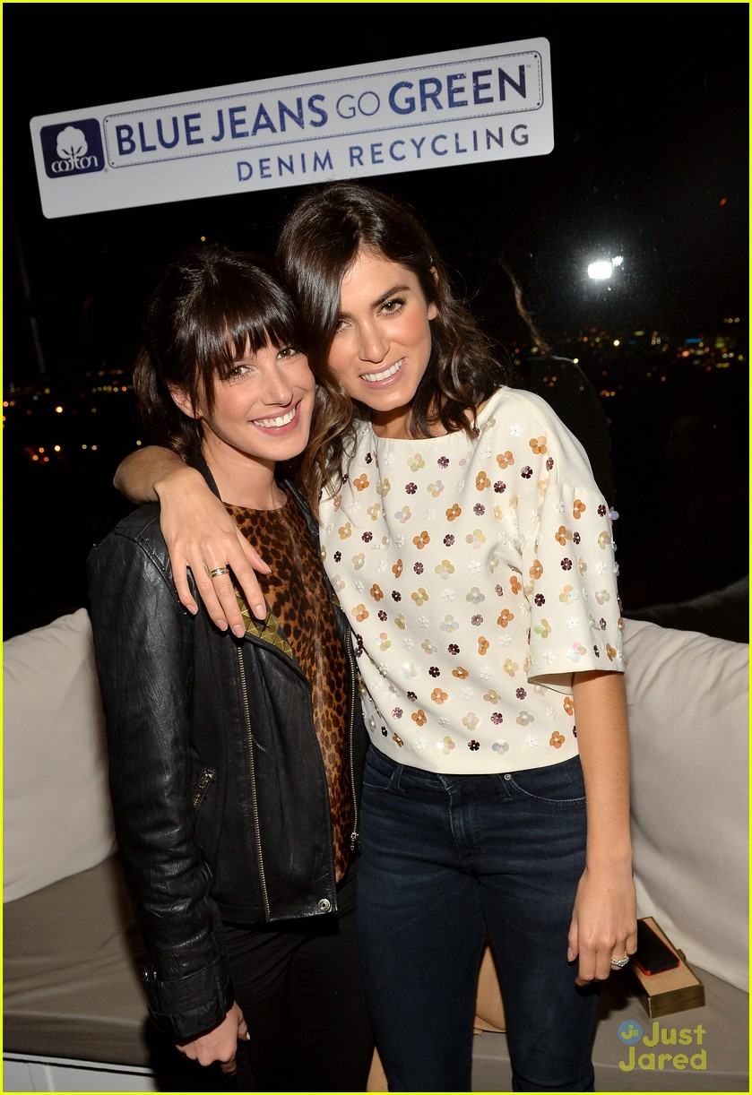 nikki reed shenae grimes cassie scerbo jeans event 04