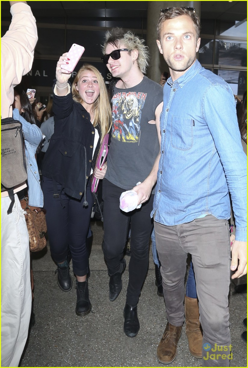 5 Seconds of Summer Cause Fan Frenzy at LAX Airport ...  5sos With Fans 2014