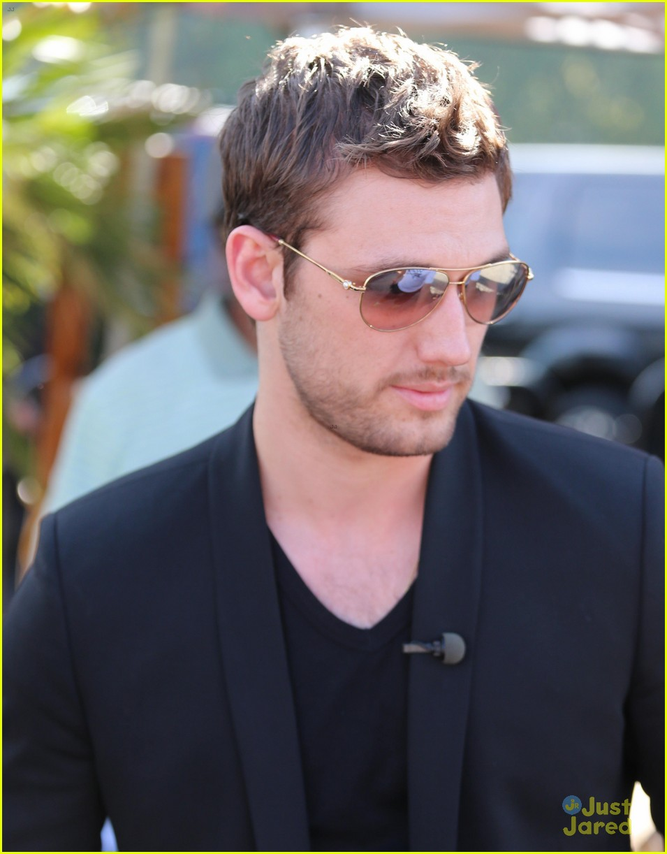 5 Juicy Questions for Alex Pettyfer
