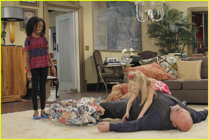 Skai Jackson: Mattress Surfing on 'Jessie' with Kevin ...