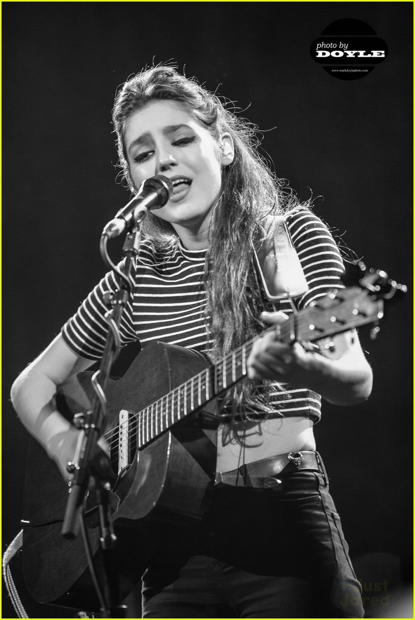 birdy-wows-packed-house-irving-plaza-05.jpg