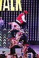 Jason-city jason derulo jordin sparks get cozy on stage 32
