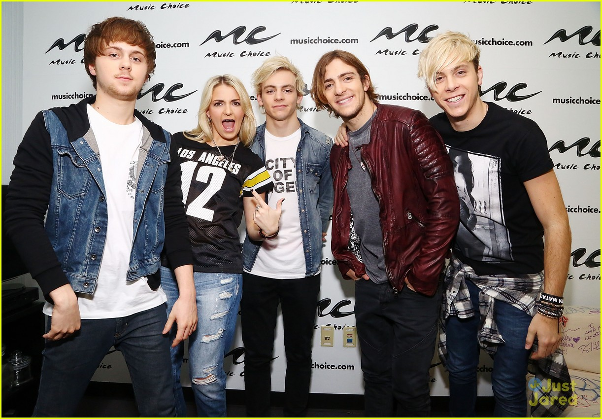 r5 jams out with some fans03