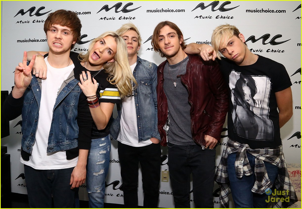 r5 jams out with some fans04