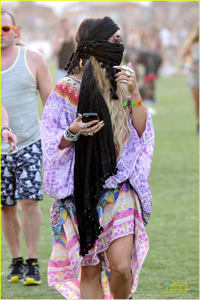 Image gallery mermaid hair - Vanessa Hudgens Austin Butler Go Incognito At Coachella 13