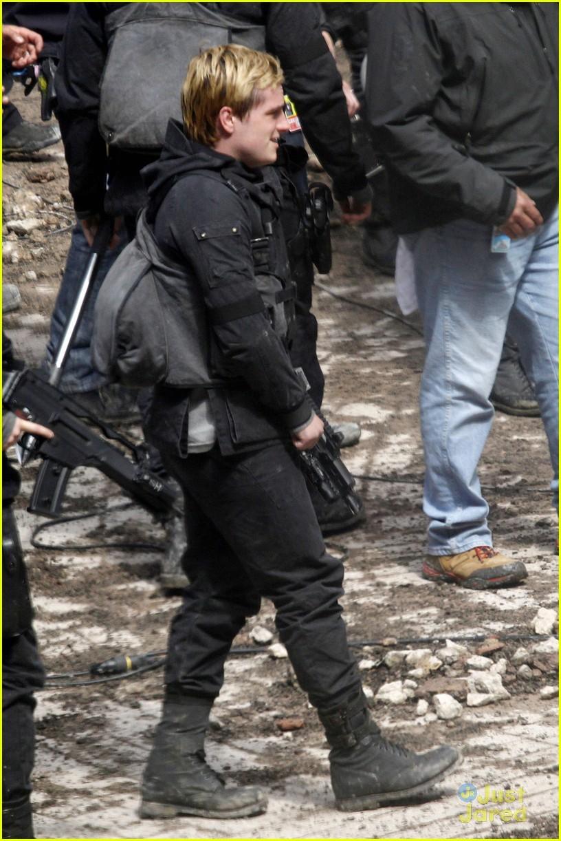 Jennifer Lawrence, Josh Hutcherson, & Liam Hemsworth Go to ...