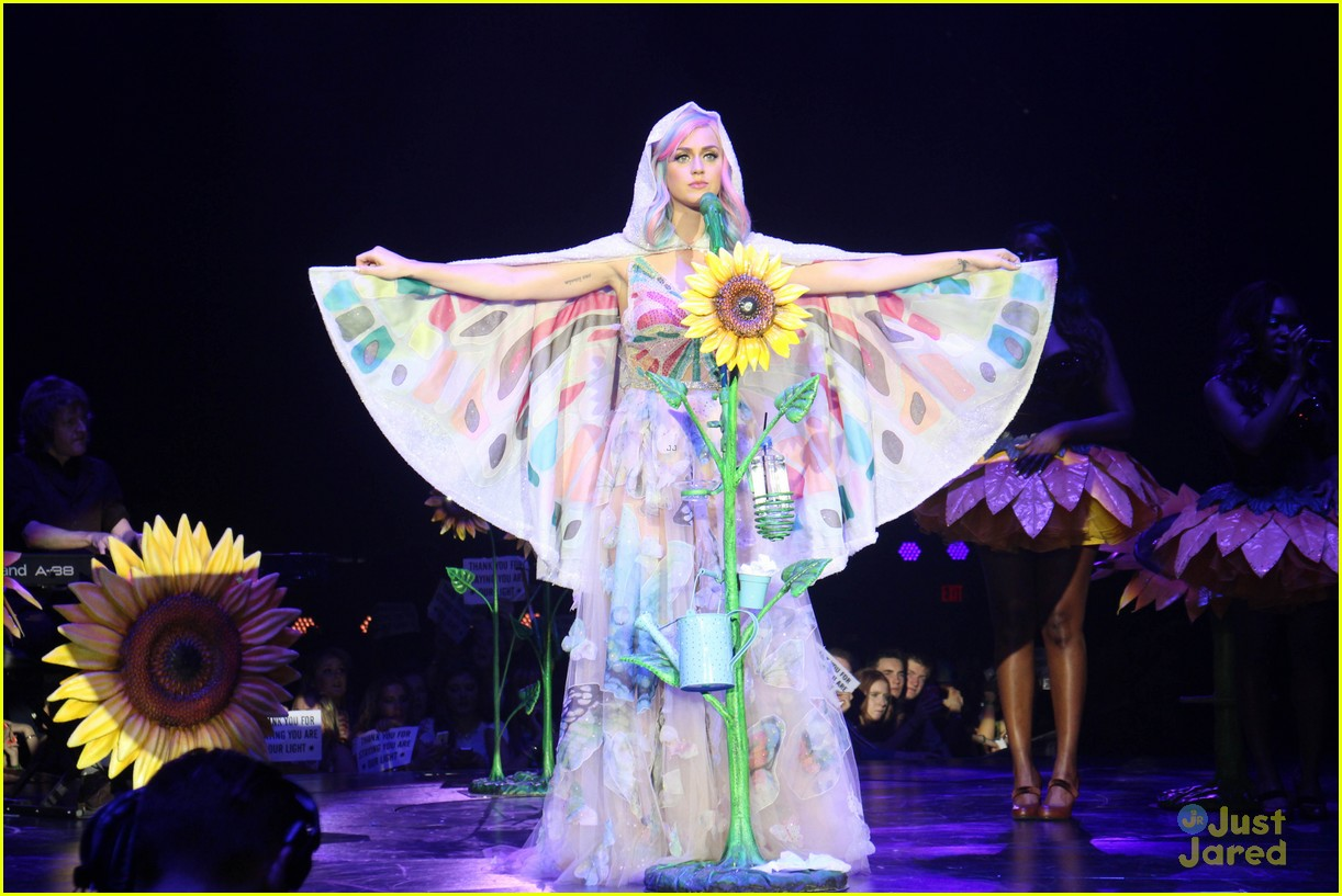 Katy Perry Roars Into Ireland with First 'Prismatic World ... Katy Perry Tour