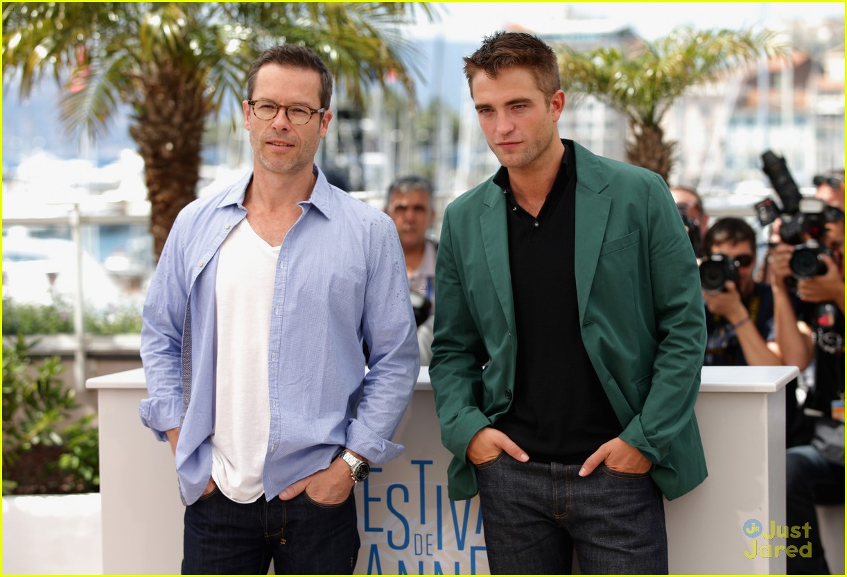 robert pattinson the rover photo call cannes 09
