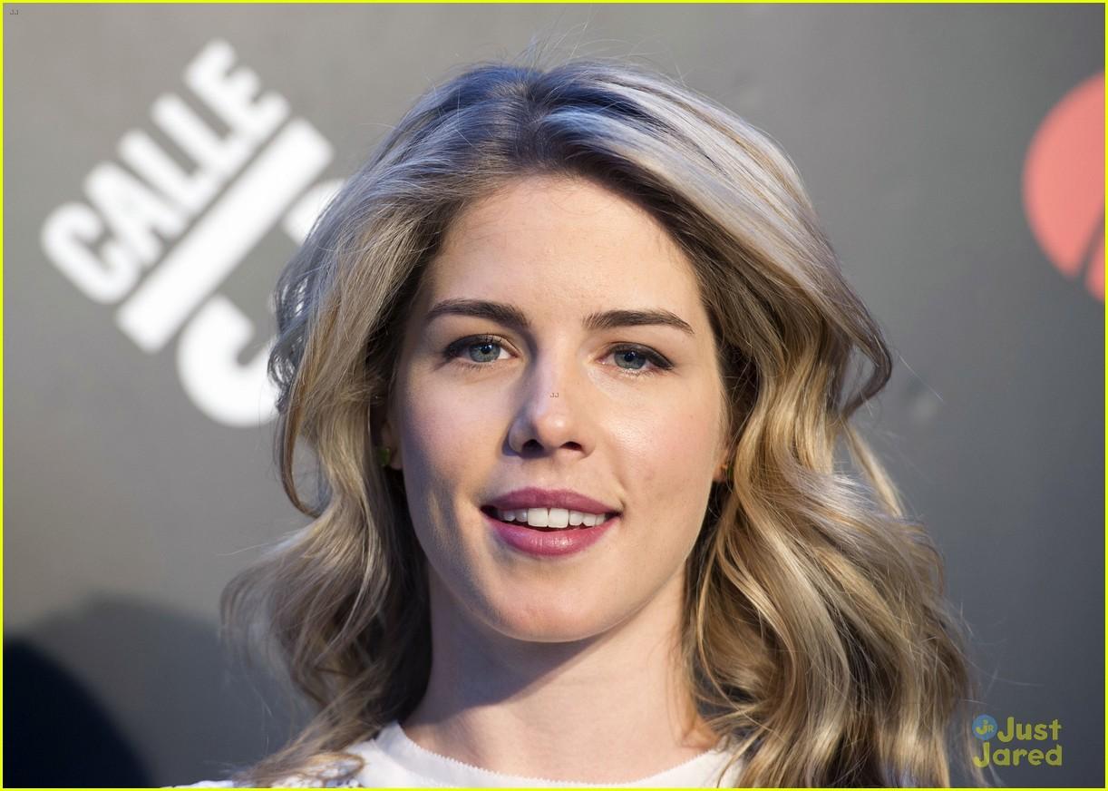 Emily Bett Rickards Boyfriend Colton-haynes-emily-bett- ...