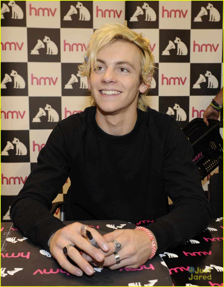 r5 ellington ratliff lost voice album signing 01