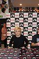 R5-manchester r5 ellington ratliff lost voice album signing 19
