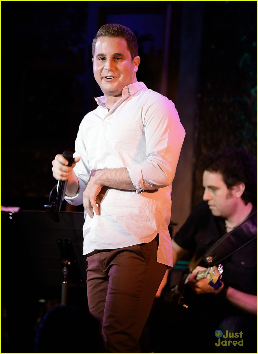 Pitch Perfect's Ben Platt Hits the Stage in NYC for His ... Zac Efron Nyc