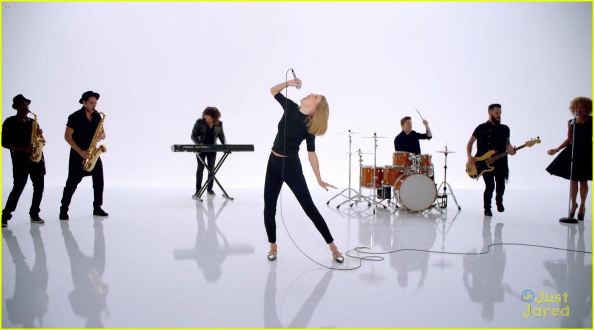 Taylor Swift Debuts 'Shake It Off' Music Video - WATCH NOW!   Photo 708324 - Photo Gallery   Just Jared Jr.