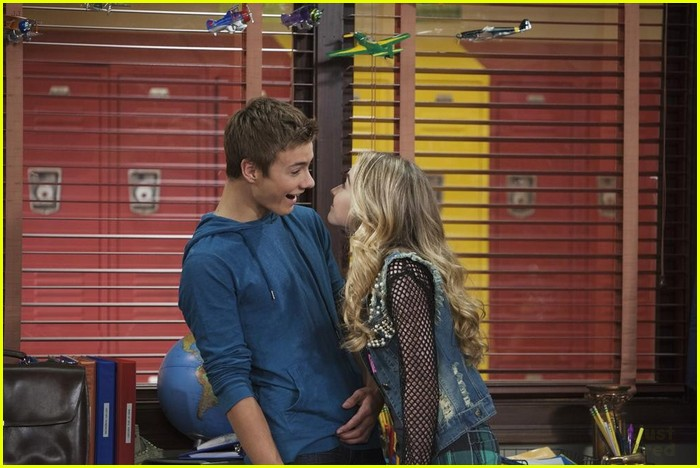 lucas and maya girl meets world kiss Tv shows: girl meets world fanfiction archive with over 4,458 stories come in to read, write, review, and interact with other fans.