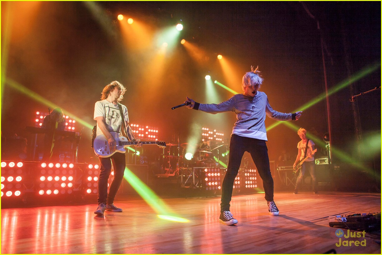 r5 ross lynch detroit performance 20