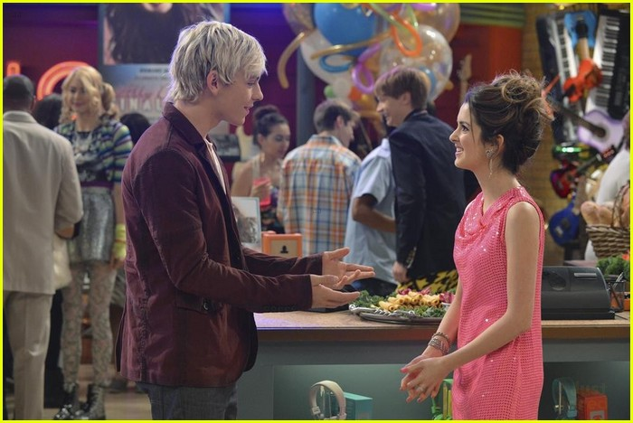 austin ally hold hands sonic boom closing 01