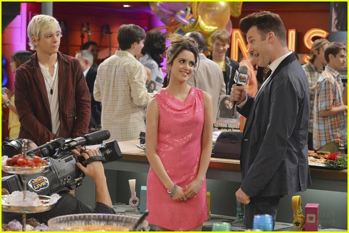 austin ally hold hands sonic boom closing 02