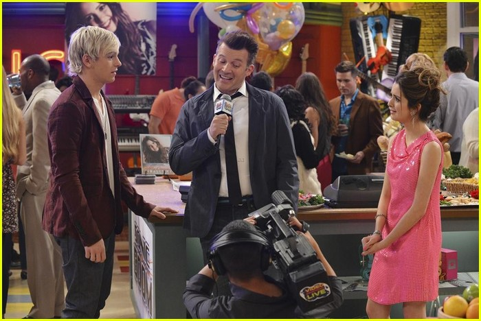 austin ally hold hands sonic boom closing 05