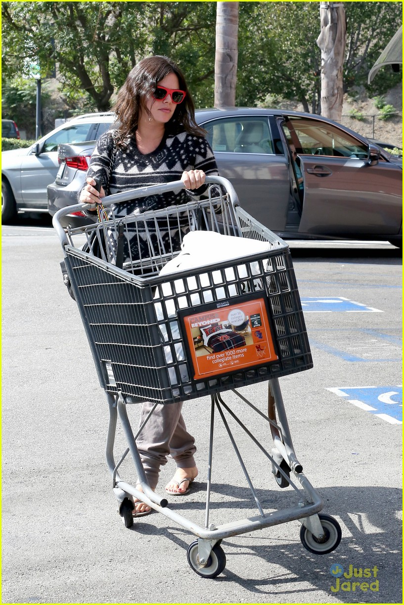 Baby bed and beyond - Rachel Bilson Bed Bath Beyond Before Baby Birth 17