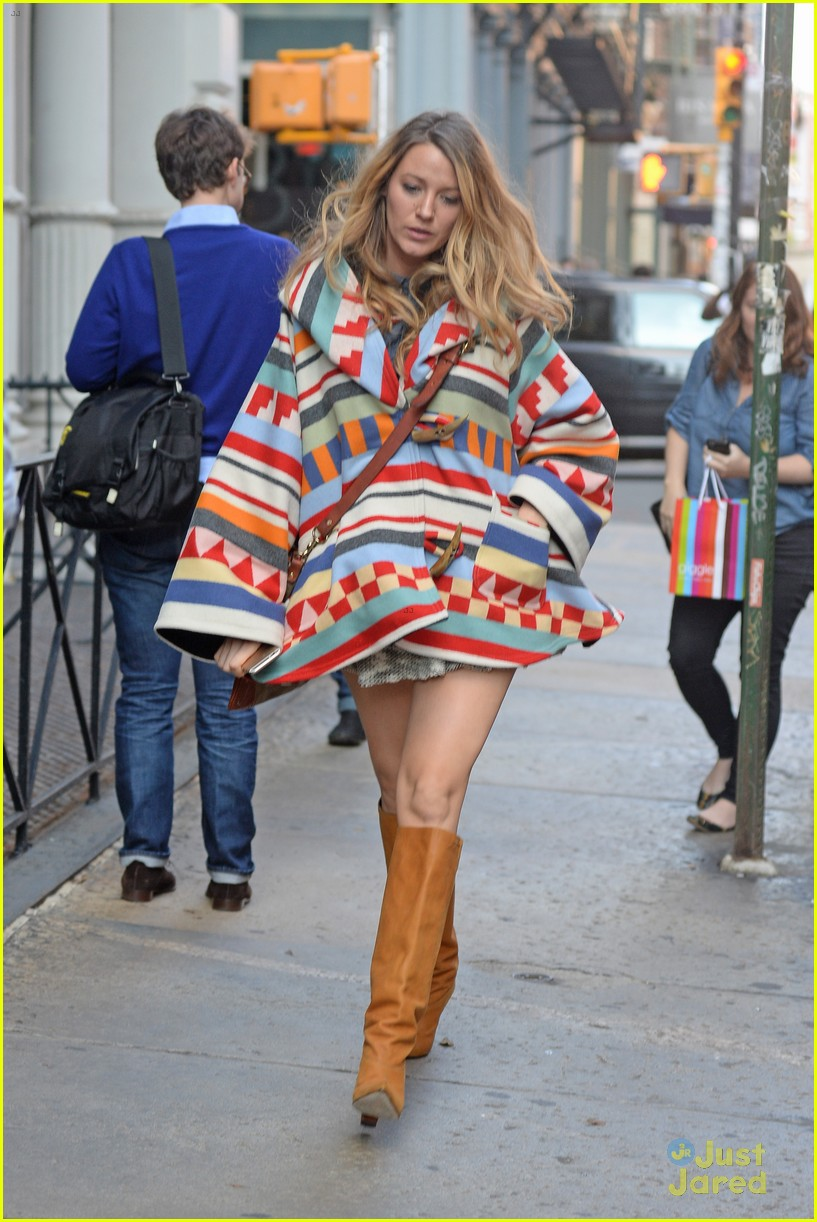 Sized Photo of pregnant blake lively goes shopping for baby clothes ...