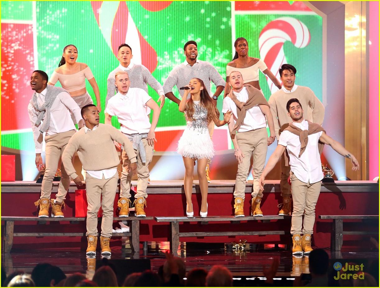 ariana grande big sean hold hands at grammy christmas 05