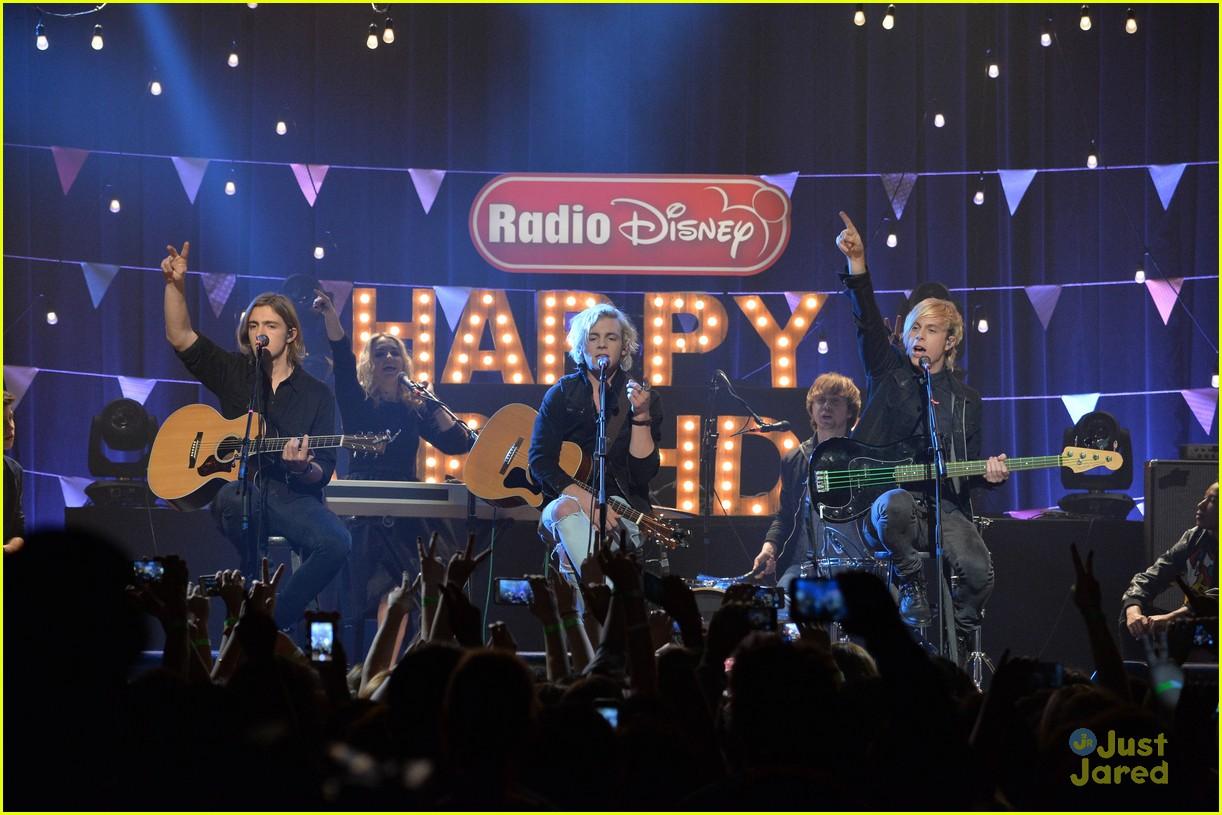 r5 radio disney birthday performance pics 26