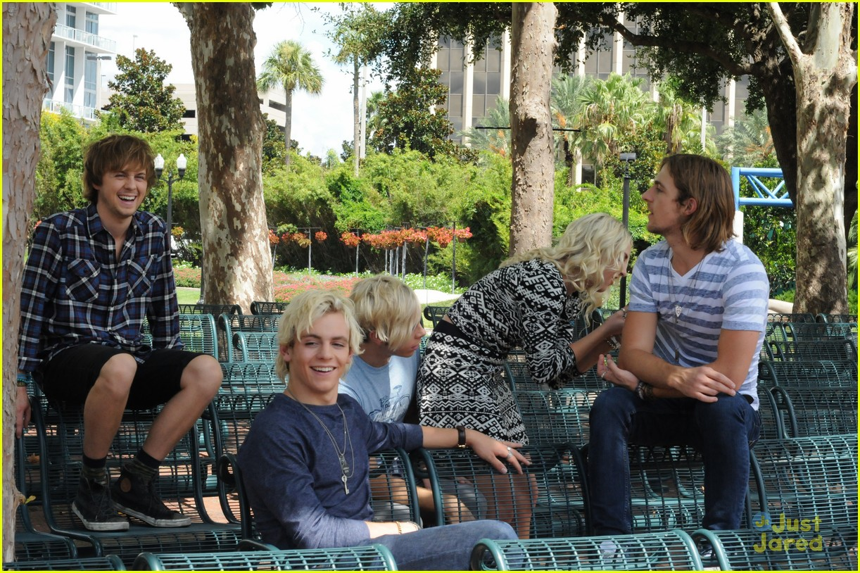 r5 ragged mag bts shots 02