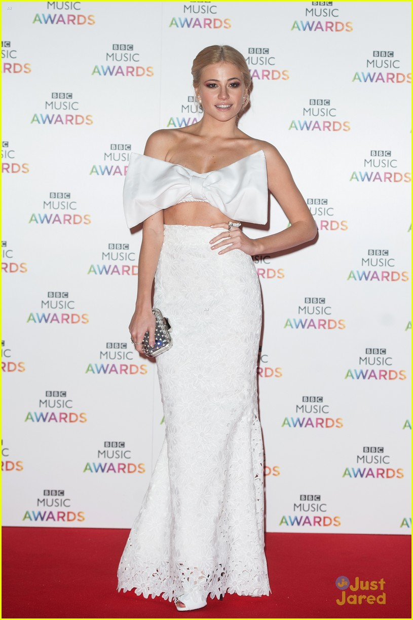 Pixie Lott Wears Big Bow Crop Top To BBC Music Awards 2014