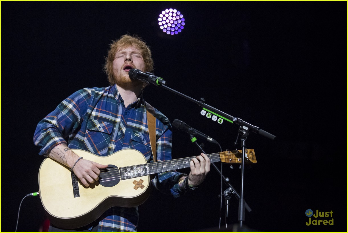 watch ed sheeran race a car on bbcs top gear. Black Bedroom Furniture Sets. Home Design Ideas