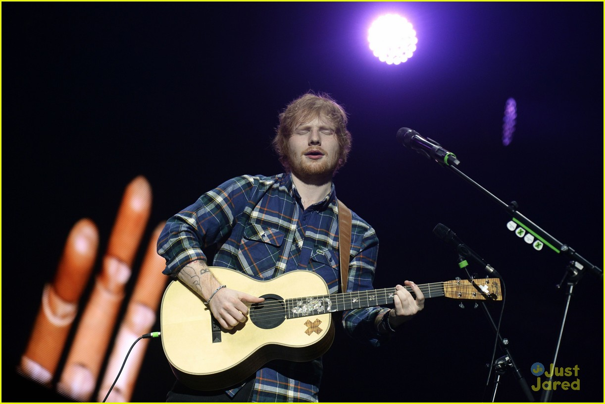 watch ed sheeran race a car on bbc 39 s 39 top gear 39 photo 768107 photo gallery just jared jr. Black Bedroom Furniture Sets. Home Design Ideas