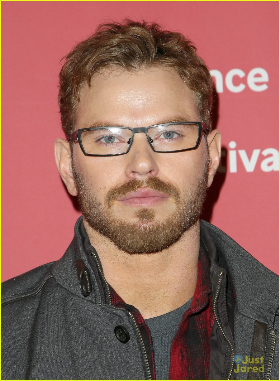 kellan lutz is nailing hot guy in glasses look 16