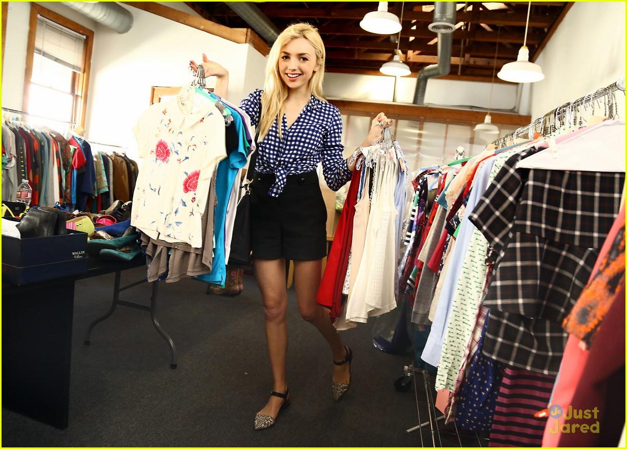 Peyton List Shops 39 Jessie 39 Wardrobe Sale After Spin Off Series News Photo 780079 Photo