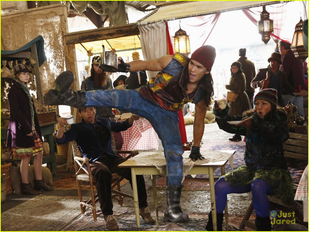 dove cameron sofia carson descendants stills 05