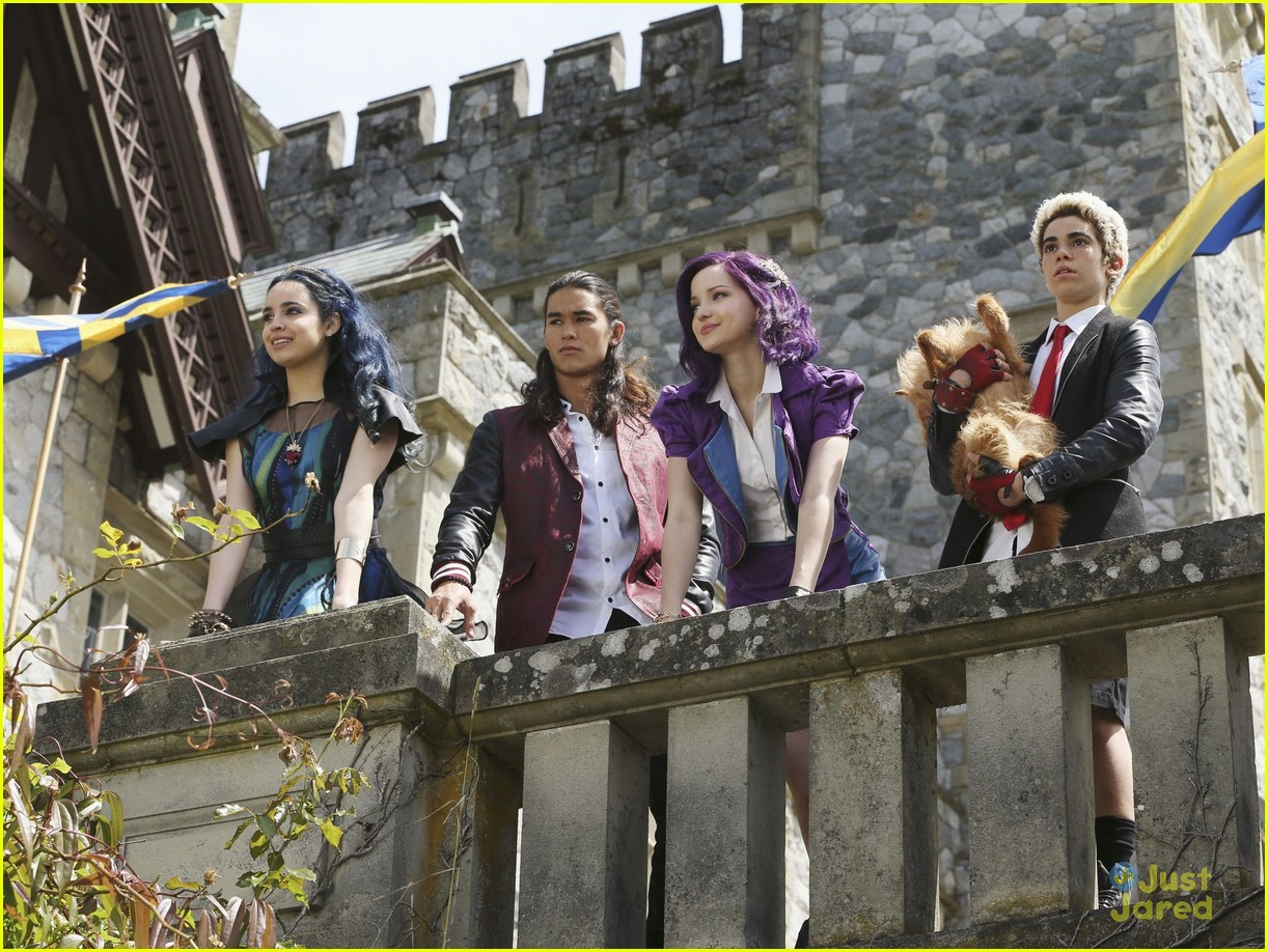 Descendants First Look Pics Revealed Of Dove Cameron Sofia Carson Amp More Photo 802261
