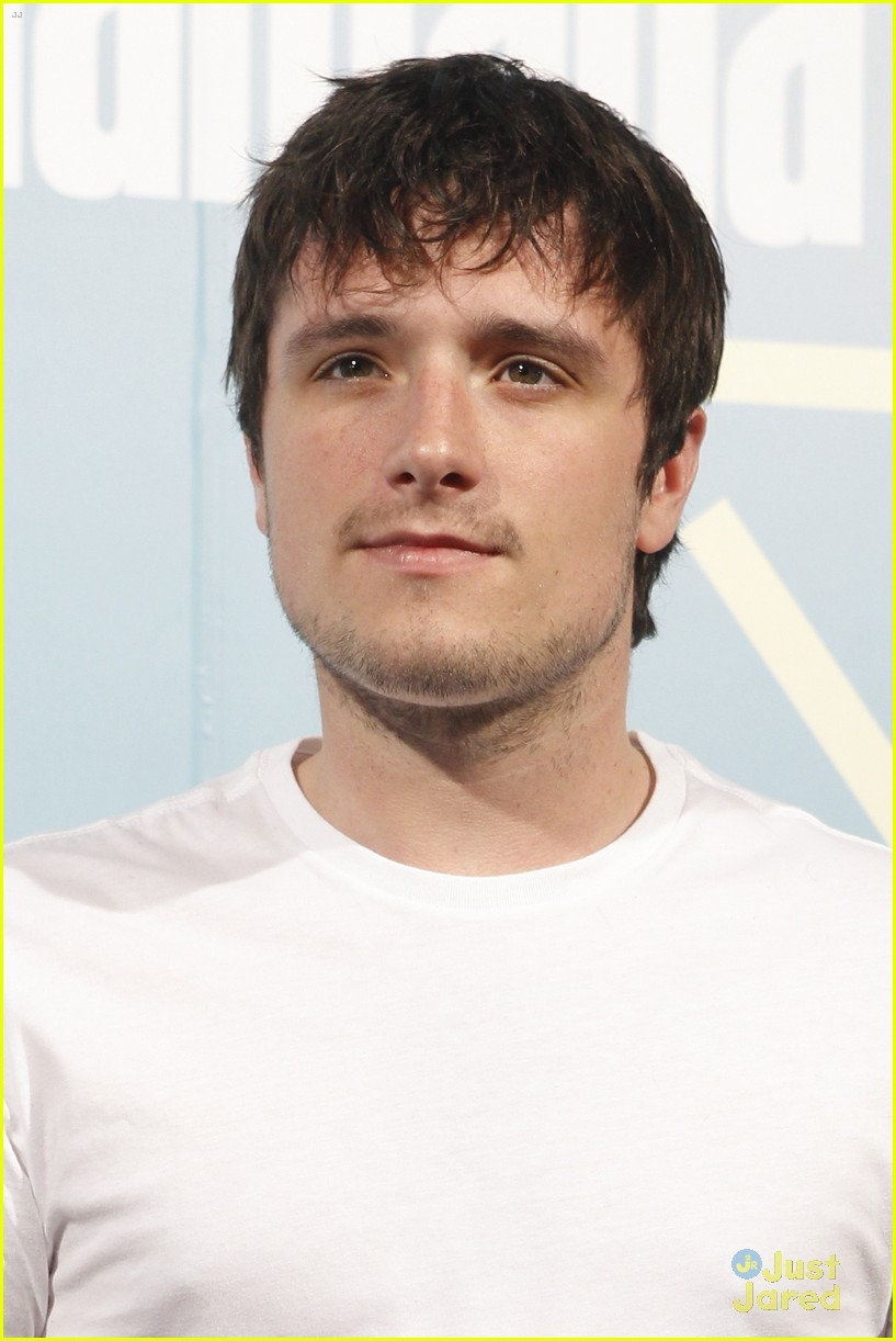 Josh Hutcherson Travels to Spain for Girlfriend Claudia Traisac's Play Premiere | josh hutcherson spain claudia traisac 01 - Photo Gallery | Just Jared Jr. - josh-hutcherson-spain-claudia-traisac-05