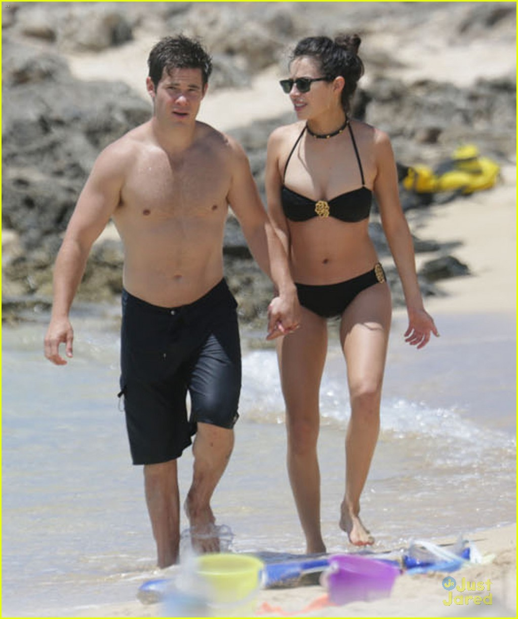 chloe bridges shows pda with boyfriend adam devine in hawaii photo