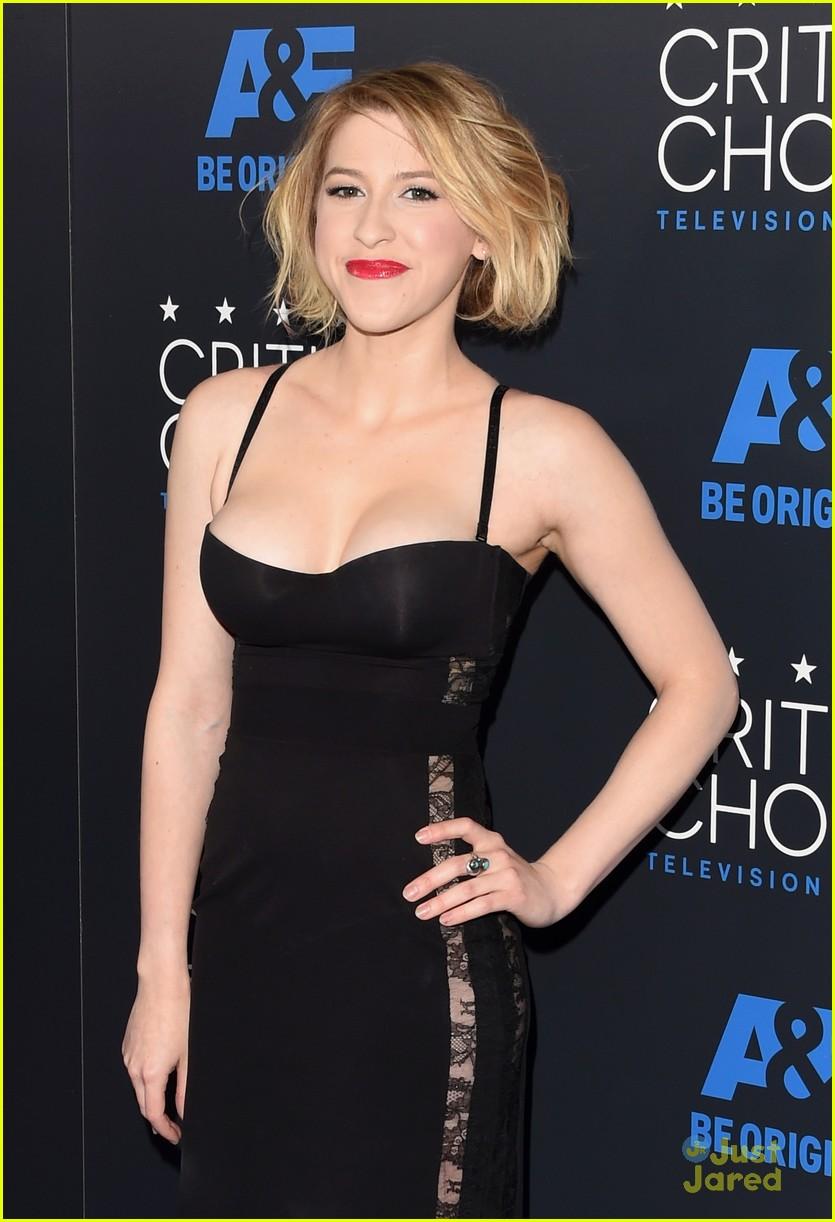 Pics photos eden sher images - Eden Sher Critics Choice Tv Awards 04