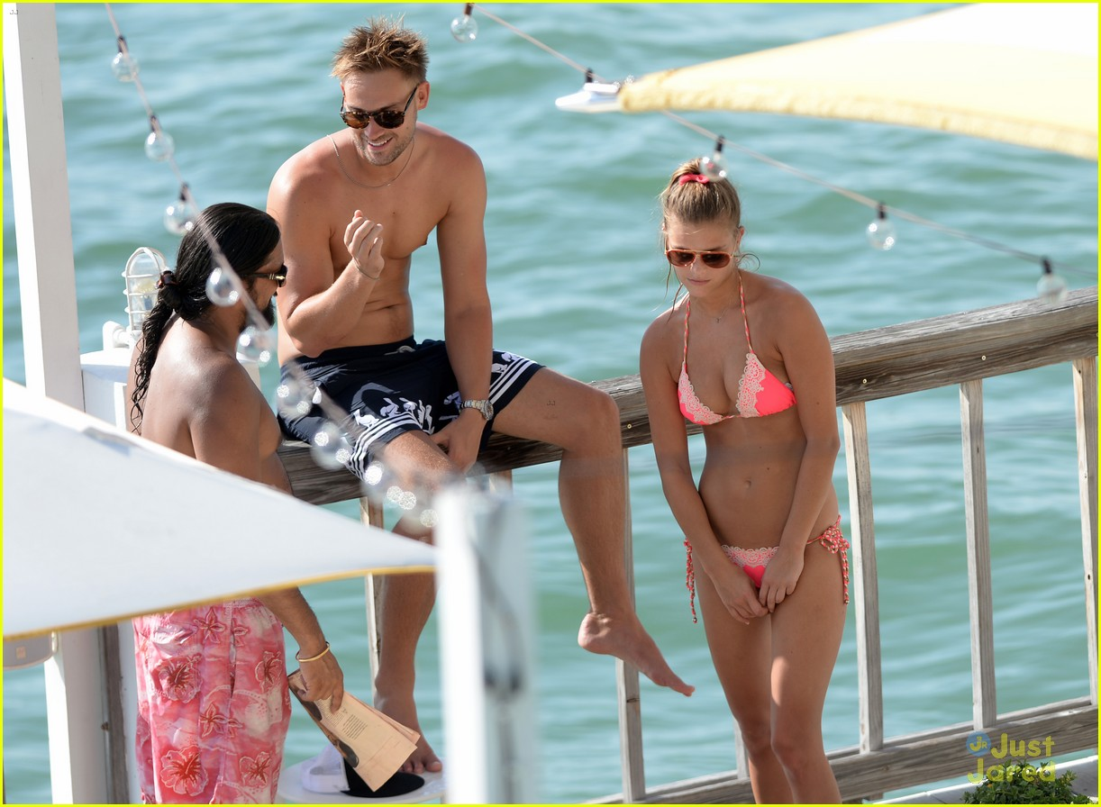 nina agdal hot bikini body heats up miami 23
