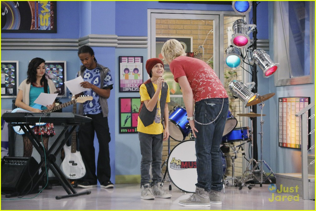 austin ally mini mes muffin baskets stills 03
