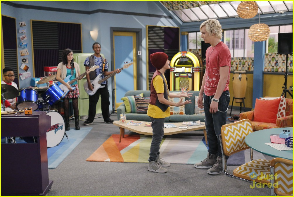 austin ally mini mes muffin baskets stills 06