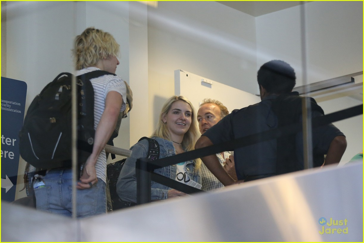 rydel lynch ellington ratliff kiss at airport flight out 11