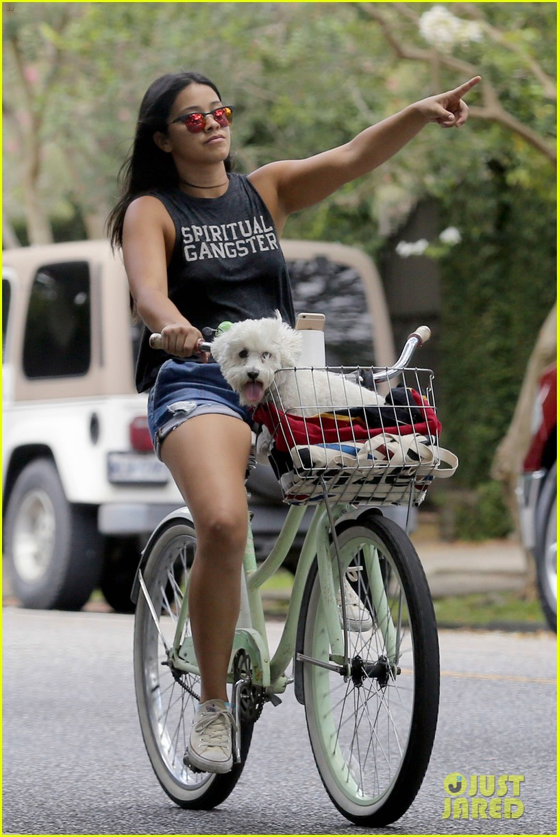 gina rodriguez bike ride dog new orleans 04