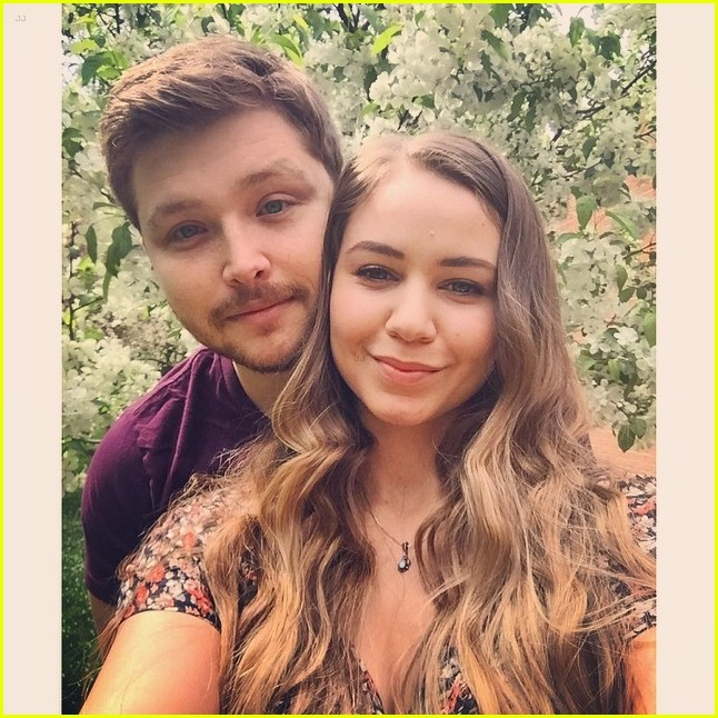 Sterling Knight & Ayla Kell Cutely Answer Dating Questions ... Sterling Knight And Demi Lovato 2017