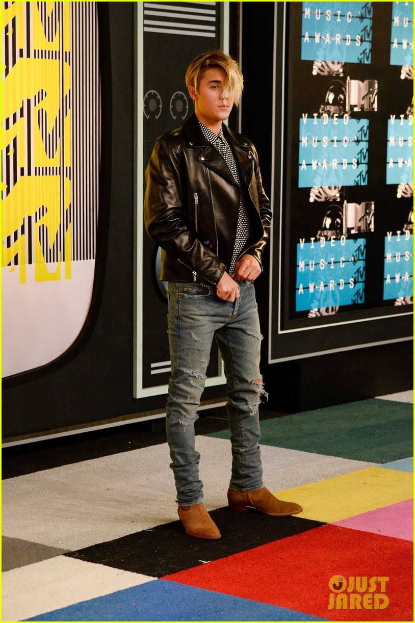 Justin Bieber Tries Out New Hairstyle For MTV VMAs Photo - Justin bieber new hairstyle vma