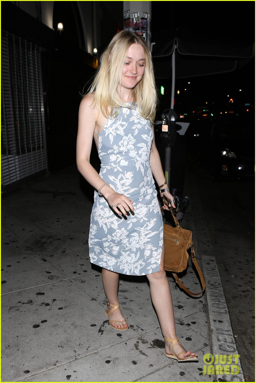 Full Sized Photo of dakota fanning girls night away jamie ... Dakota Fanning