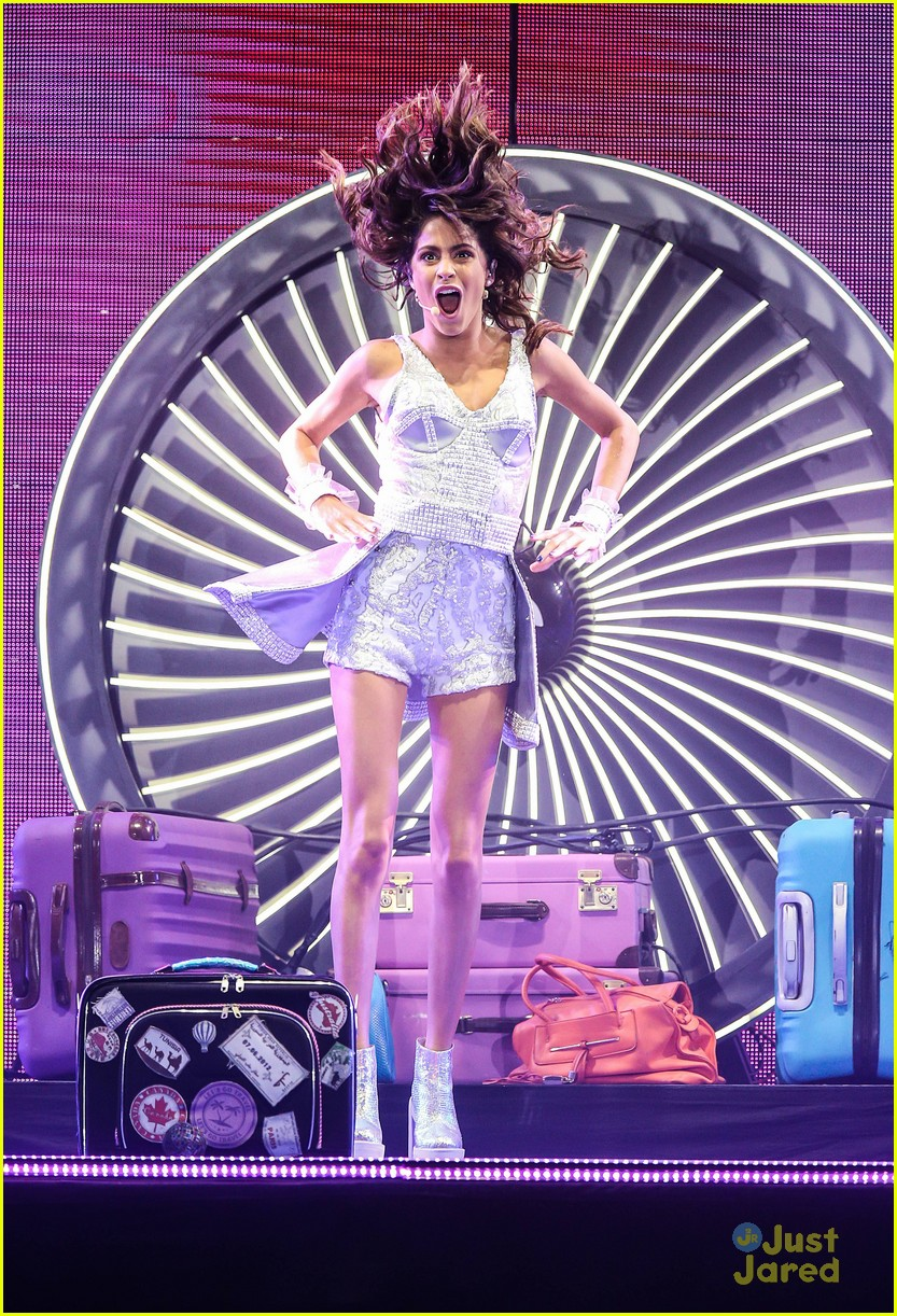 Hollywood Records: 'Violetta' Star Martina Stoessel Signs With Hollywood