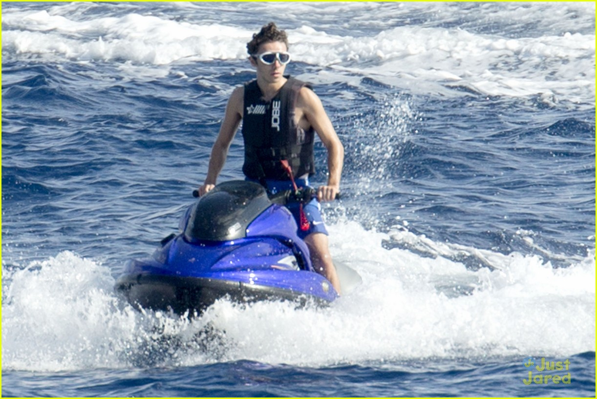 nathan sykes puts his jet ski license to good use in ibiza photo 856677 photo gallery just. Black Bedroom Furniture Sets. Home Design Ideas