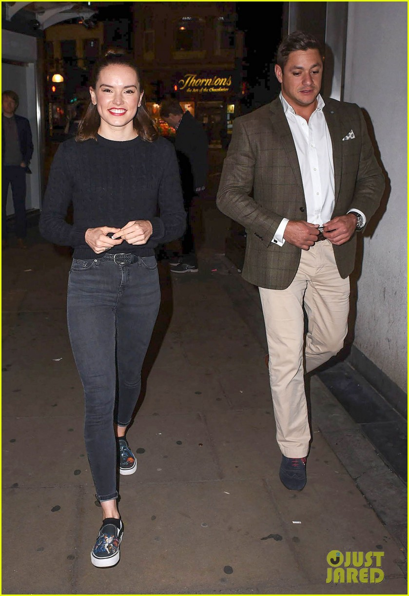 john boyega and daisy ridley dating The last star wars: the force awakens trailer of of the film, daisy ridley and john boyega watching the video henry cavill is dating a 19-year old.
