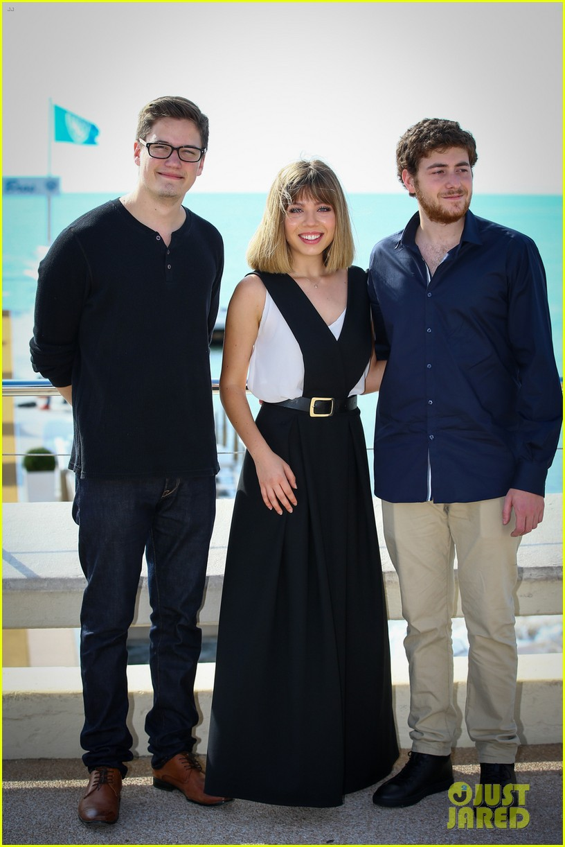 jennette mccurdy between photo call cannes 02