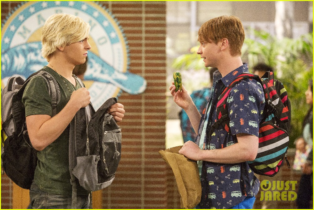 austin ally cap gowns episode stills 02